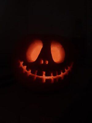 fall bucket list pumpkin carving